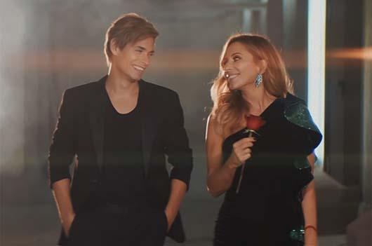 """Clic para ver el videoclip """"Te sigo pensando"""" de Carlos Baute y Marta Sánchez. Producido por la fábrica de hielo estudio."""