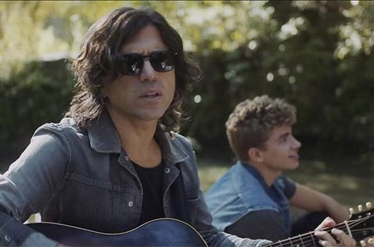 """Clic para ver el videoclip """"Verano del 95"""" de Rulo y la Contrabanda. Producido por la fábrica de hielo estudio."""